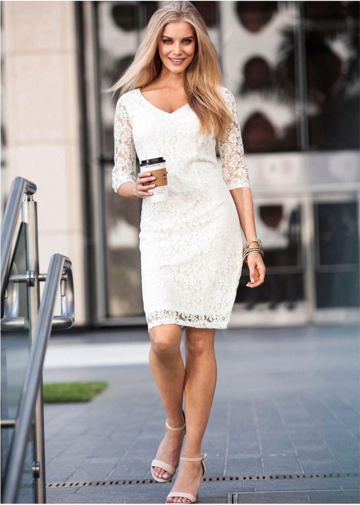 Δαντελένιο φόρεμα της BODYFLIRT, με κρυφό φερμουάρ και σχίσιμο στο πίσω μέρος. Μήκος περίπου 98 εκ. Δαντέλα: 70% βαμβάκι, 30% πολυέστερ. Φόδρα: 100% πολυέστερ.