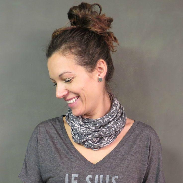 Pratique, original et confortable, ce foulard collier créé par Nicole St-Louis vous permettra d'agrémenter tout chandail, robe ou tunique! Fabriqué à la main avec du tissus de qualité. Il peut être porté de plusieurs façons : écharpe, collier, bandeau, ceinture et plus encore… Laissez aller votre créativité pour faire de ce foulard 4 saisons votre...  Lire la suite »