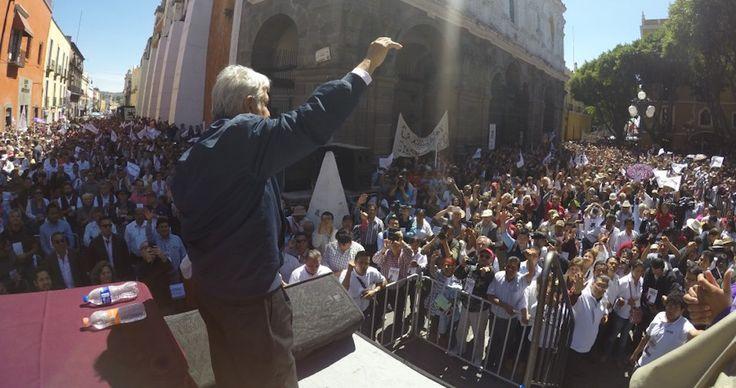 """Andrés Manuel López Obrador acusó este día al Presidente Enrique Peña Nieto de mostrarse sumiso ante la """"persecución"""" del Gobierno de Donald Trump en contra de los mexicanos en Estados Unidos."""