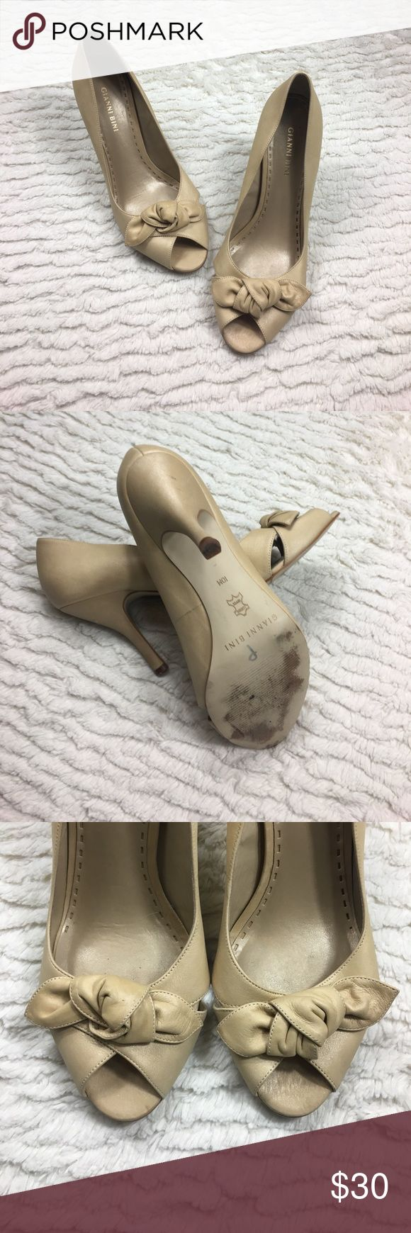 "Gianni Bini Nude peep toe pumps size 10 Bow detail Gianni Bini Nude peep toe pumps size 10 Bow detail. Slight wear. Lots of partying left to live. 4"" heel. Leather Upper. Super cute! Gianni Bini Shoes Heels"
