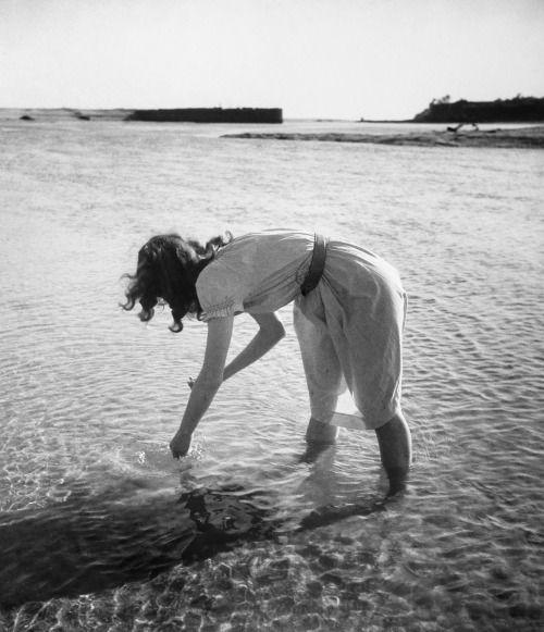 poboh:  Bretagne, 1948, Edouard Boubat. French (1923 - 1999)