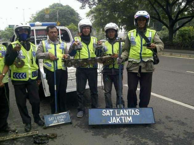 Yuk, Ulik Serunya Ngambil Paku Jalanan di Komunitas Ini http://jitunews.com/read/22915/yuk-ulik-serunya-ngambil-paku-jalanan-di-komunitas-ini#ixzz3oKc6S14l #Jitunews