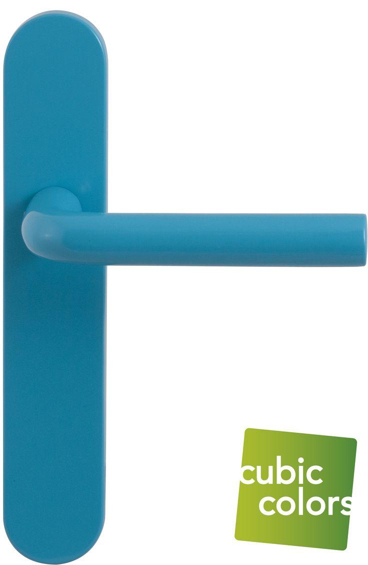 Stoer deurbeslag voor stoere jongens! Bekijk ons assortiment blauwe deurkrukken op https://www.deurbeslag.nl/deurkrukken/filter/finish/blauw/