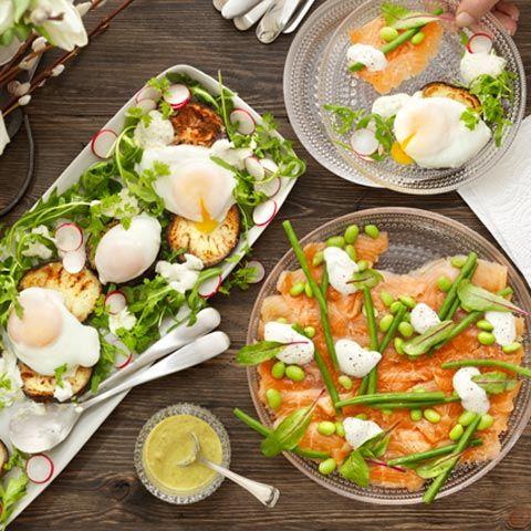 Tycker du att det är knivigt att pochera ägg? Här visar vi hur du lyckas! Pocherade ägg på en sallad eller macka är en lyx som passar till helgens frukost eller brunch.