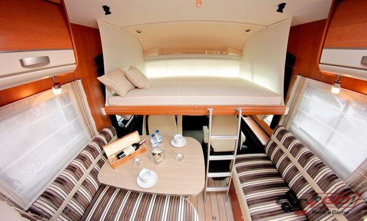 Ilość miejsc do spania – 6 Podwójne łóżko opuszczane – 1400 x 1900 mm (2 os) Łóżko przednie – 1300 x 2000 mm (2 os) Tylne łóżko poprzeczne – 1400 x 2070 mm (2 os)  http://www.cargo-group.pl/pilote-g740/
