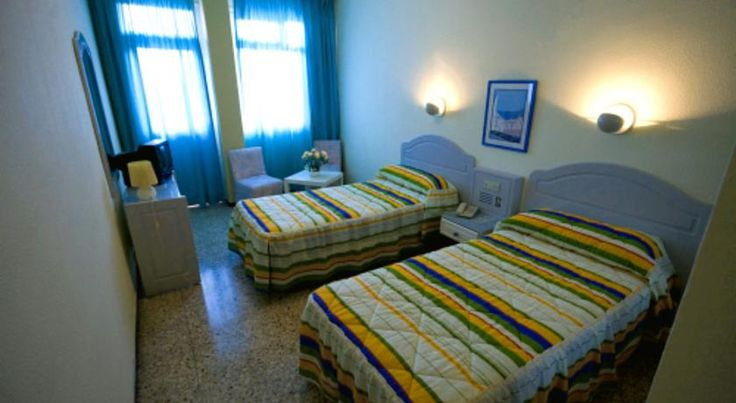Apartamentos Catalina Park Las Palmas de Gran Canaria This value-for-money apartment complex in Gran Canaria is set in a perfect location just a few metres from the Las Canteras beach, surrounded by interesting shops and restaurants.