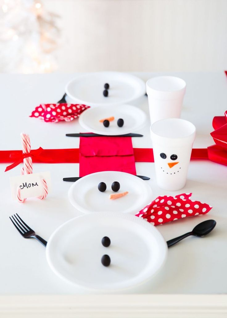 Wrapped Christmas Table and Snowman Plates… an easy and cute way to decorate your table for the holidays!