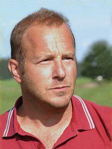 Heino Ferch (* 18. August 1963 in Bremerhaven) ist ein deutscher Schauspieler. Durch zahlreiche Rollen, unter anderem in den Kinofilmen Der Untergang, Vincent will Meer, Der Baader Meinhof Komplex und Das Leben ist zu lang ist er einem großen Publikum bekannt.