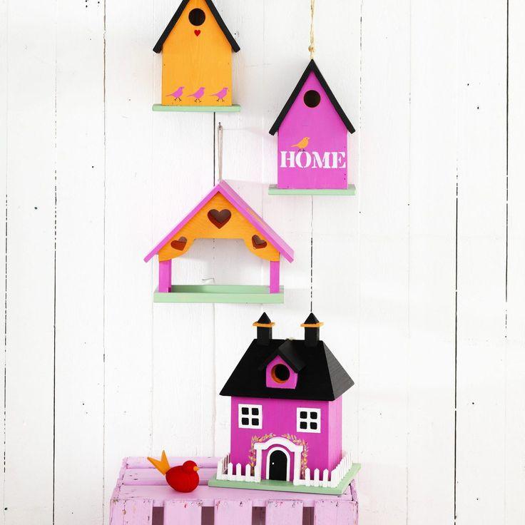 Hus för färgglada fåglar! Måla fågelholkar i glada färger.