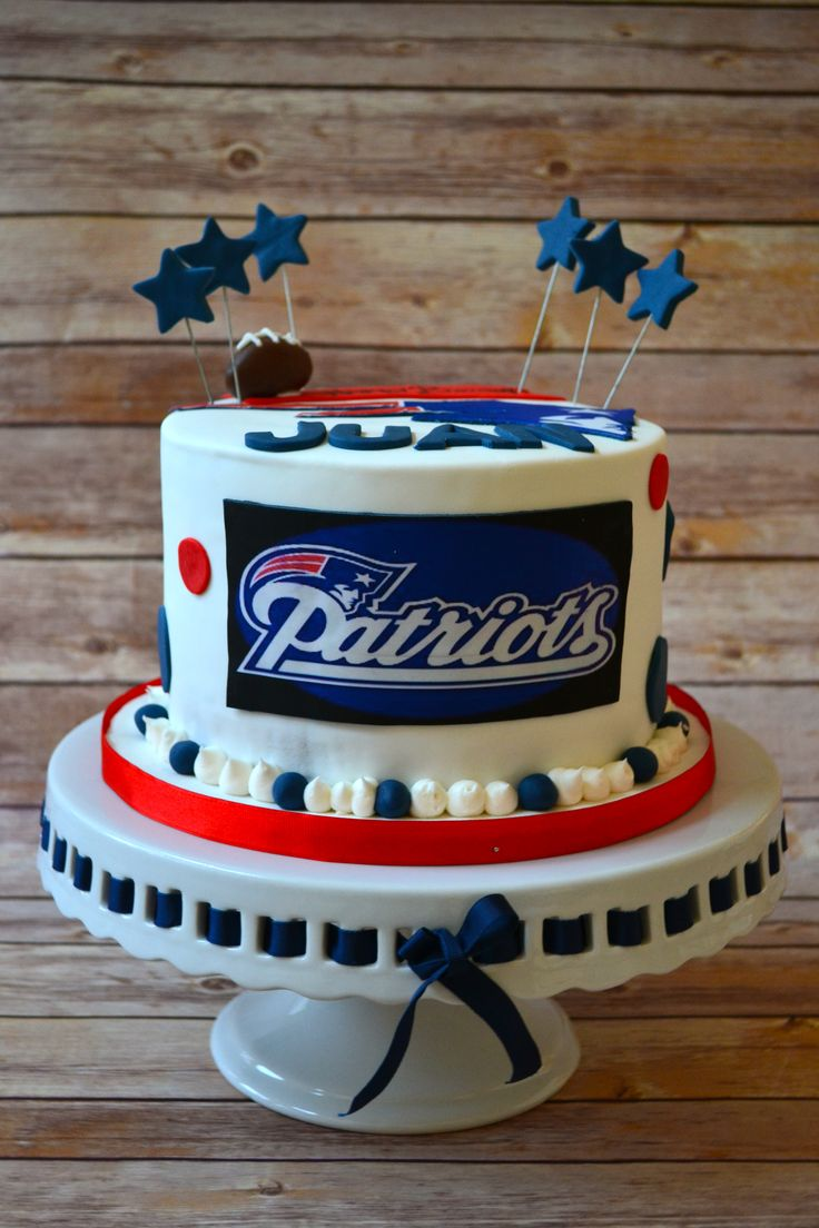 New England Patriots Cake! [via: https://www.facebook.com/alittlecakeshop]