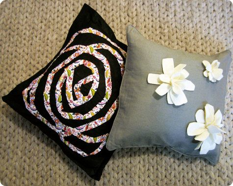 making your own pillows. and pillows are expensive, so yay!: Pillows Floors, Diy'S Idea, Flower Pillows, Diy'S Flower, Diy'S Projects, Crafts Idea, Pillows Idea, Paintings Pillows, Diy'S Pillows