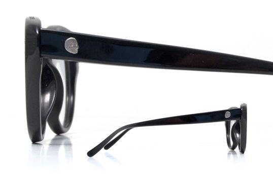 CHEAP MONDAY HYDROKINESIS C.500 Γυαλιά οράσεως με Σκανδιναβικό σχεδιασμό, retro αναφορές και πρωτοποριακή χρήση της ακατέργαστης ματ πάστας.