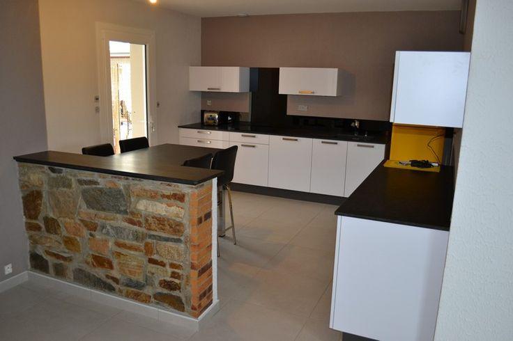 plan de travail en granit noir cuve encastr e sous plan cr dence miroir laqu noir table. Black Bedroom Furniture Sets. Home Design Ideas