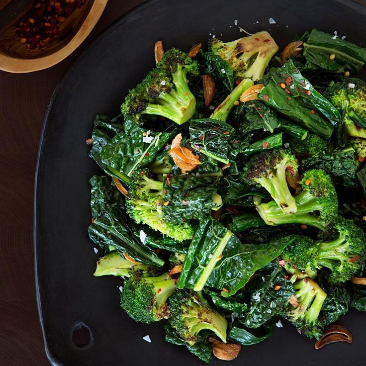 A veggie side dish you'll actually crave—broccoli and kale drizzled with a butter, garlic and crushed red pepper sauce. Mmm! #FallFresh