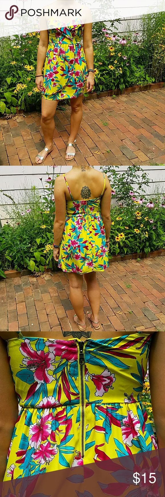 Billabong sun dress This bright Hawaiian print dress is great for hot summer days. Thin (but not see-through) fabric keeps you looking cool and cute!  Adjustable straps, exposed rear zip closure Comfortably fits sizes 2-4 Billabong Dresses Mini