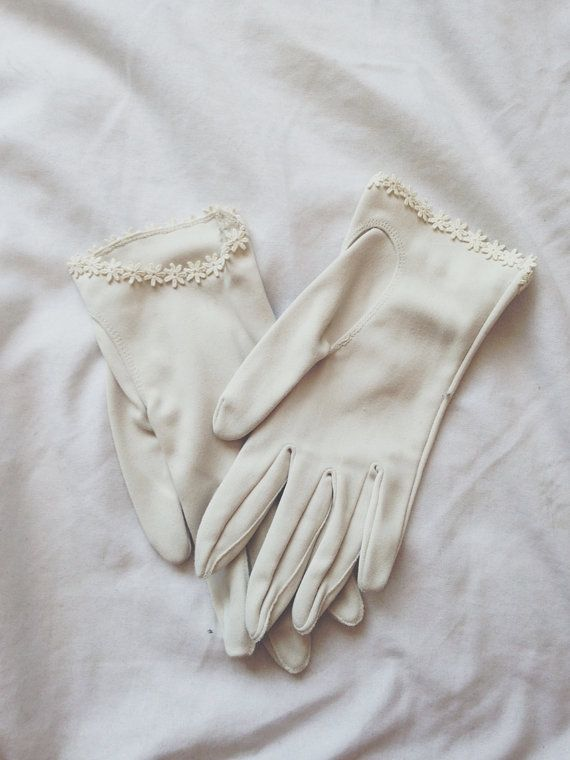 Vintage 60s Daisy Gloves; Finch and Fawn Vintage