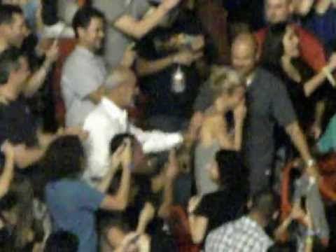 Chris Martin & Gwyneth Paltrow rare PDA act! <3