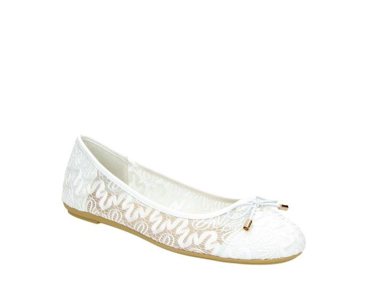 Ballerina's van het Duitse merk Fitters   Kleur: wit   Materiaal: Kunststof   Leuk kanten patroon   Elegant