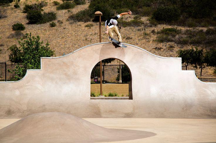 """""""Rony Gomes no skatepark de Carlsbad alguns dias antes do X Games. Uma rápida session em um skatepark muito style no sul da califórnia que rolou entre os treinamentos de vert e mega rampa do Rony para os X Games"""", André Magarao."""