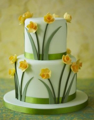 http://www.thecakeparlour.com/wp-content/uploads/2011/01/Daffodil-Cake-300x384.jpg