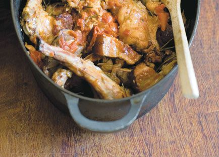 """Stéphane Reynaud: Lapin rôti à la Lyonnaise (Lyonnaise-style roast rabbit) #French cuisine [whole rabbit with its liver, onions, smoked bacon, tomatoes, rosemary, white wine, olive oil, bay leaves and that's it """" )]"""