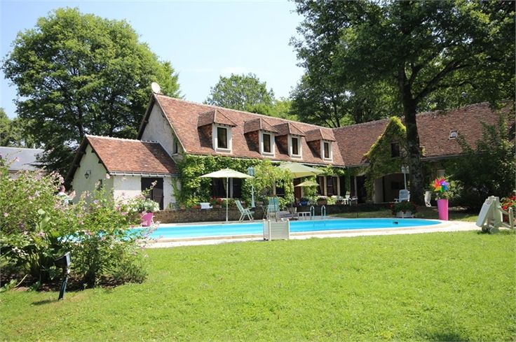 Maison à vendre chez Capifrance à Chambray Les Tours    Magnifique propriété de 350 m² composée de 8 pièces.    Plus d'infos > Jo Besserau, conseillère immobilière Capifrance.