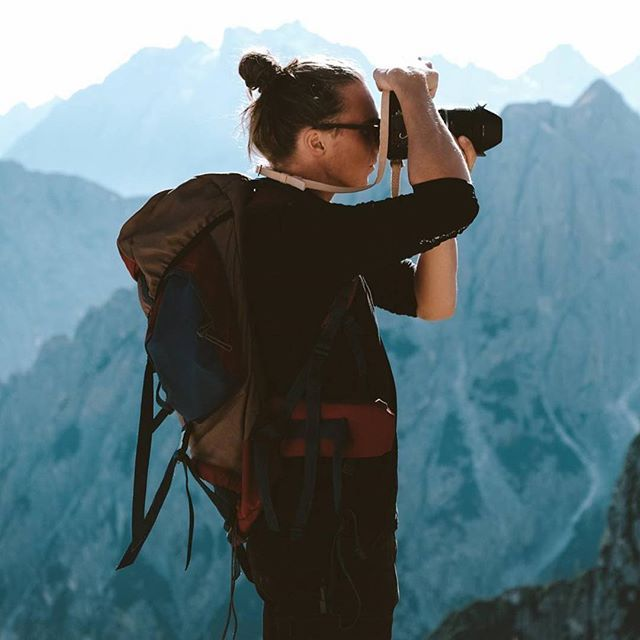 Lifestyle photographer and stylist Agnes Maltesdotter (@undanflykter) is always finding new adventures to photograph. Here her co-adventurer @antwenture is making good use of the Remmen N1 Natural in the Italian Alps.  #RemmenStraps #RemmenNatural #MadeinSweden #CameraStrap #LeatherStrap #Nikon #adventure #CameraStrap #LeatherStrap