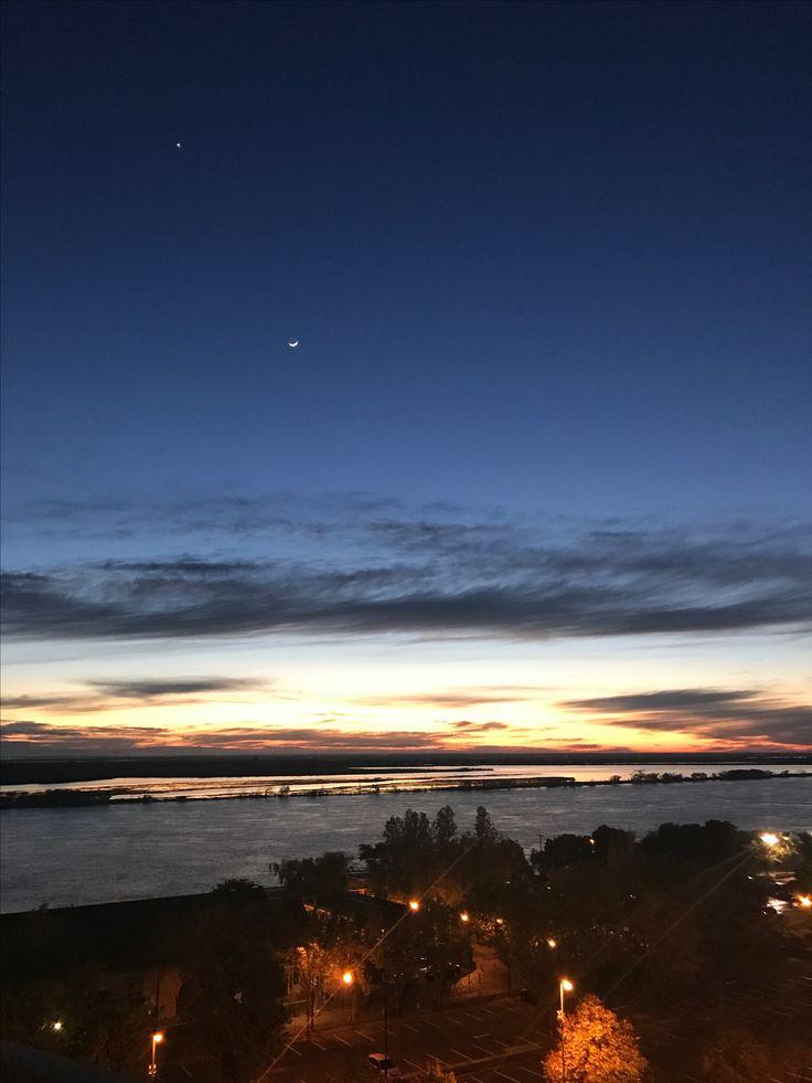Rosario 📍23/05/2017 Amanece.  La luna y Venus
