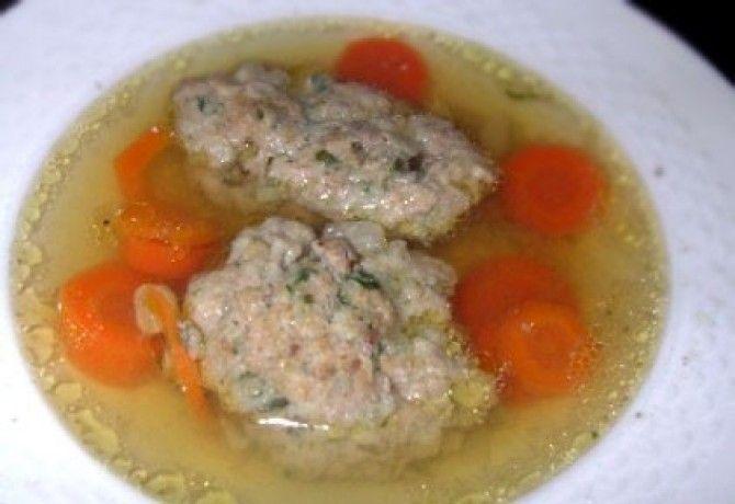 Húsleves májas grízgaluskával recept képpel. Hozzávalók és az elkészítés részletes leírása. A húsleves májas grízgaluskával elkészítési ideje: 40 perc