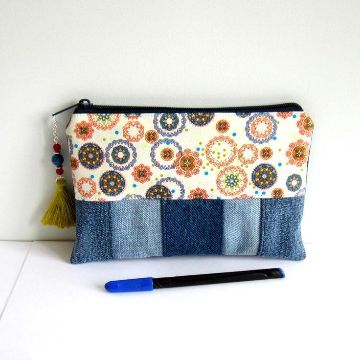 Trousse à maquillage bohème patchwork de jean's bleu recyclé et coton motifs mandalas : Trousses par melkikou-upcycling