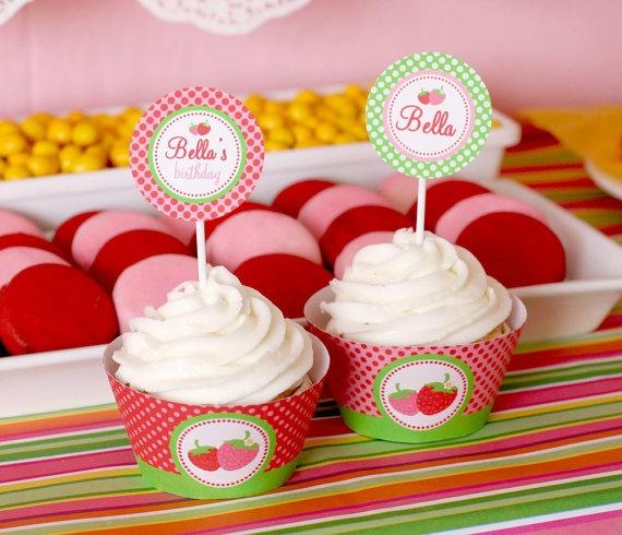 4) Cupcake topper - é a bandeirinha que vai espetada no cupcake  5) Cupcake wrapper - é a capa que envolve o cupcake
