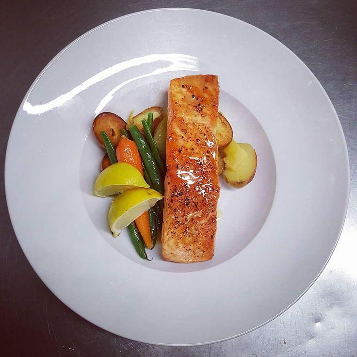 #wreats #cbridge #restaurantinsta #cafes #dinner #fingerlings #beurreblanc #taste #lemon #reductions #waterlooregion #kitchenerontario #grandriver #galt #salmon #europeanfood #elixirbistro
