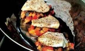 Pascale Naessens hanteert in haar pure keuken een receptje met roodbaars en ratatouille.