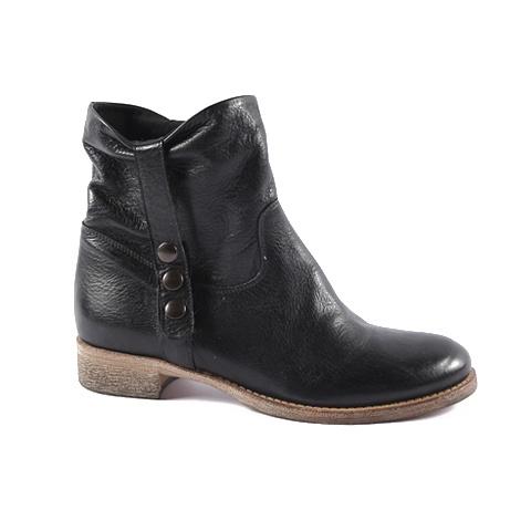 Spring Boot  Upper: Leather  Color: Black, Dark Brown, Beige