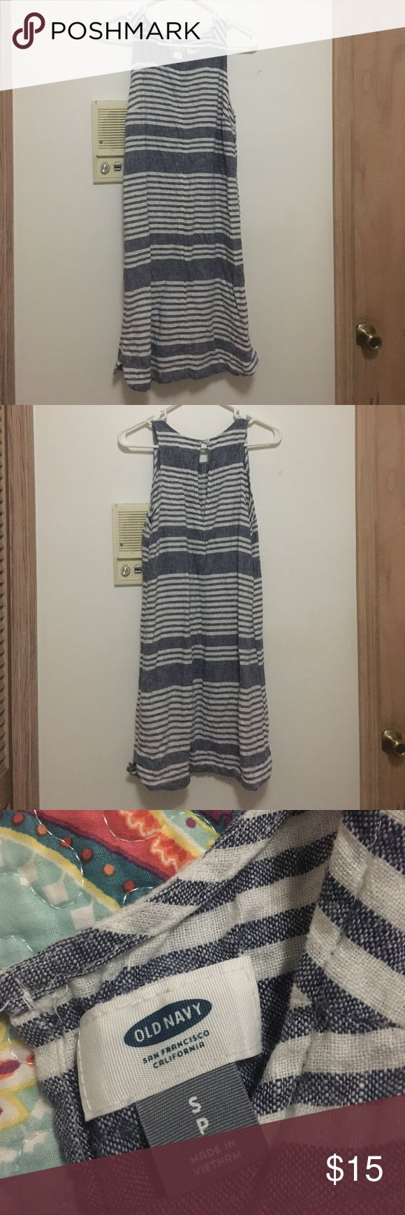 Old Navy Striped Dress Casual striped dress, pair it with your favorite sandals. Old Navy Dresses Midi