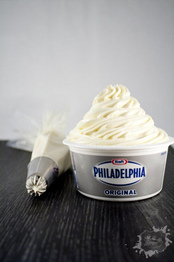 Aujourd'hui je vous présente une recette de philadelphia que j'apprécie beaucoup. Facile, rapide, bonne et passe partout. Vous pouvez vous en servir pour fourrer des biscuits, glacer des gâteaux , en topping sur des cupcakes….ect Pas besoin de...