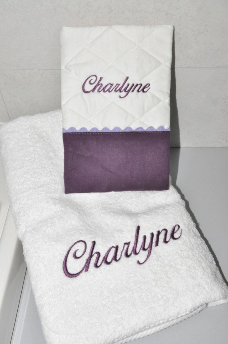 Box cadeau naissance: protège-carnet de santé+serviette brodées personnalisées brodé au nom : Puériculture par lbm-creation