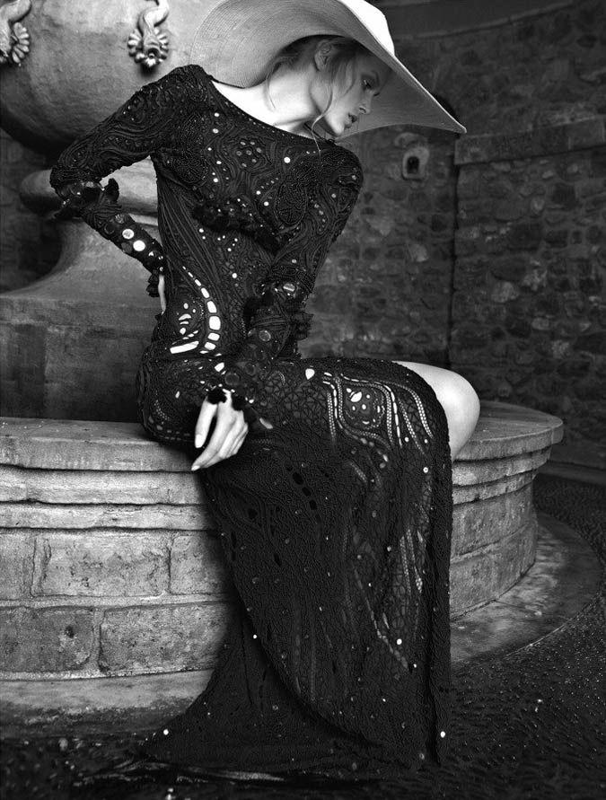 Greek Vogue.. elegant.