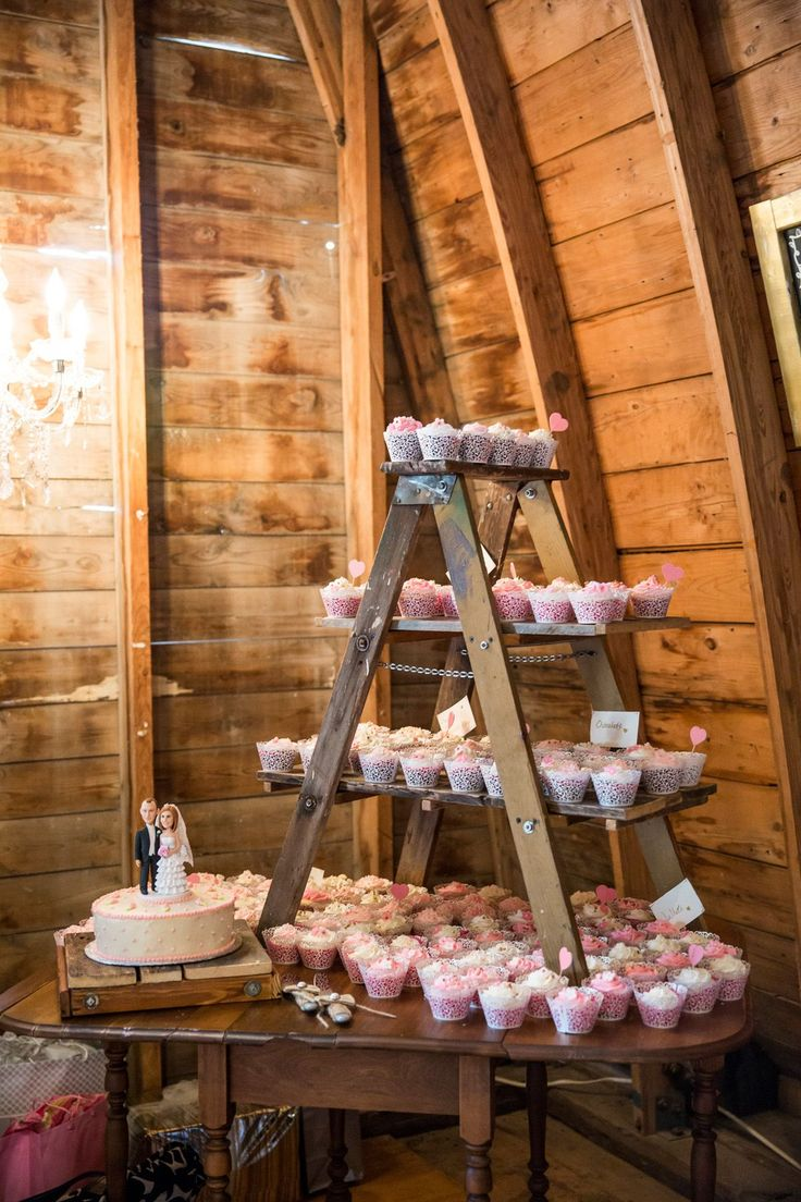 Small Ladder Cup Cake Display Table Idea for Weddings