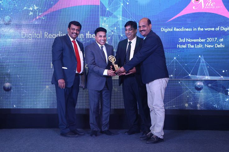 VMWARE SOFTWARE receiving the award for BEST CLOUD INFRASTRUCTURE SOLUTION PROVIDER from Mr. Deepak Sahu, Publisher & Group Editor, VARINDIA and SPOI, Mr. Dan Mishra, Chairman and CEO- CSDC and Executive Chairman – ICAD Investments LLC and Mr. Rajeev Gupta, CIO, Air One Aviation