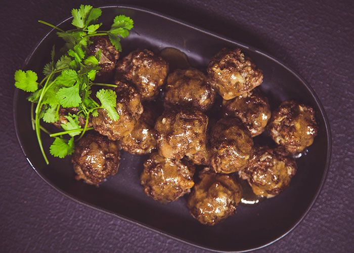 Lizet Hartley shows us how to make this proudly South African and traditional frikkadels recipe!