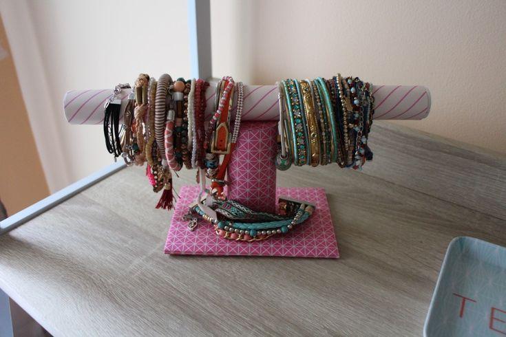 Les 25 meilleures id es de la cat gorie porte bracelet sur - Fabriquer porte bracelet ...