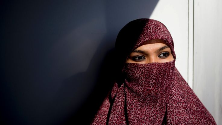Justin Trudeau's government expected to drop niqab appeal today:  Facing filing deadline, Justice Minister Jody Wilson-Raybould promises decision (CBC News 13 November 2015)