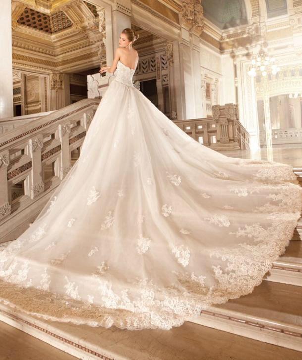 Romantische prinsessen trouwjurk van kant met lange sleep