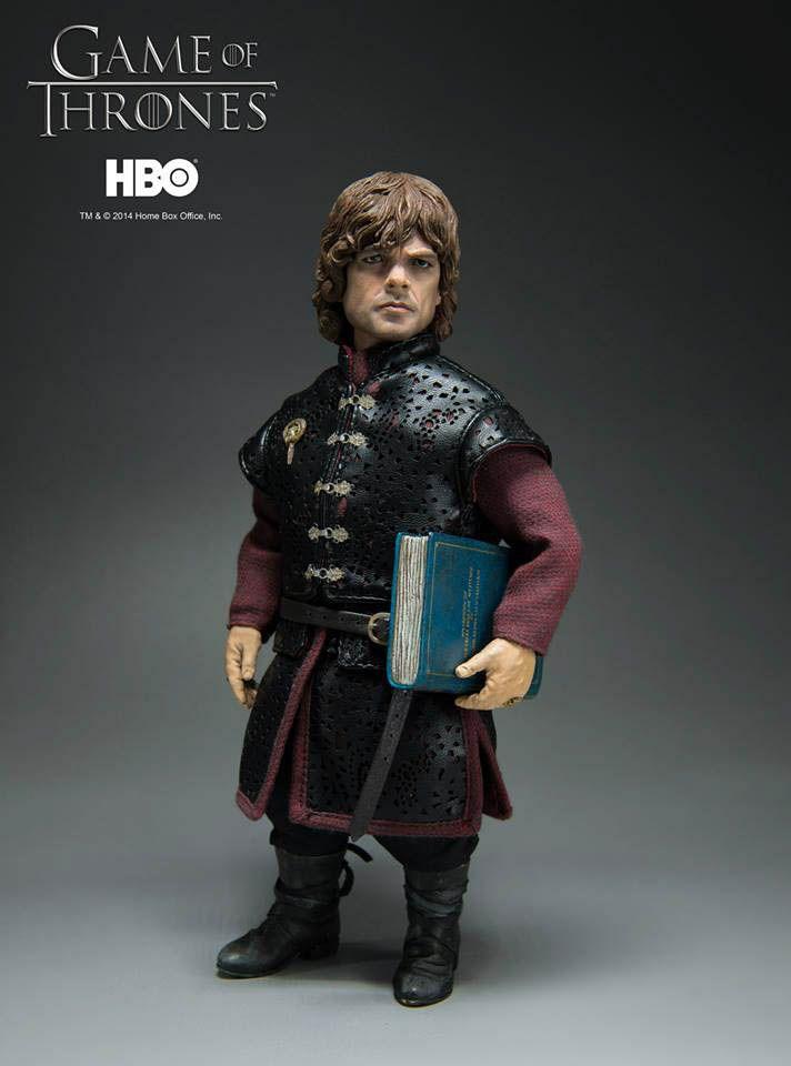 Figura Tyrion Lannister 22 cm. Escala 1/6. Juego de Tronos. ThreeZero Espectacular figura en todos los sentidos la del enano Tyrion Lannister de 22 cm de altura, a escala 1/6, fabricada en PVC y por supuesto 100% oficial y licenciada por la compañía ThreeZero.