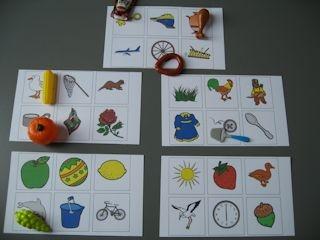 Sorteer de mini's op dezelfde beginklank. Print de kaarten uit en laat de kinderen een mini neerleggen bij het plaatje met dezelfde beginklank.