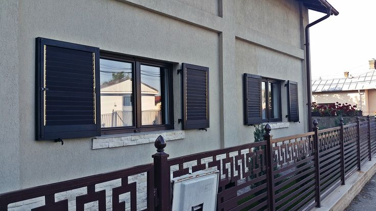 Ferestre din lemn stratificat cu obloane din lemn de molid \ Laminated wood windows with shutters of softwood spruce