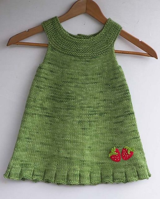 Kiva helma - cute knitted tunic for a little girl. Like the strawberry touch.