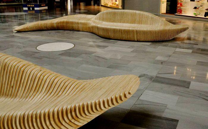 Diseñamos y producimos estos bancos de madera para Ikea Centre Group. Su estructura paramétrica genera formas fluidas y orgánicas. #banco #madera #diseño #diseñoparametrico #arquitectura #interiores #interiorismo #bench #parametric #design #interiorism #rustic #madera #mobiliario #furniture #wood #architecture #parametrico #fabricaciondigital