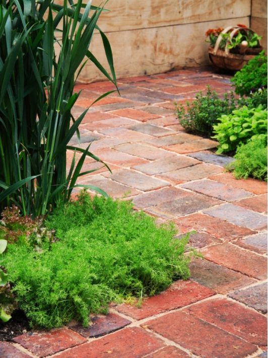 Bricks are Traditional Material for Paved Walkways - Home and Garden Design Idea's